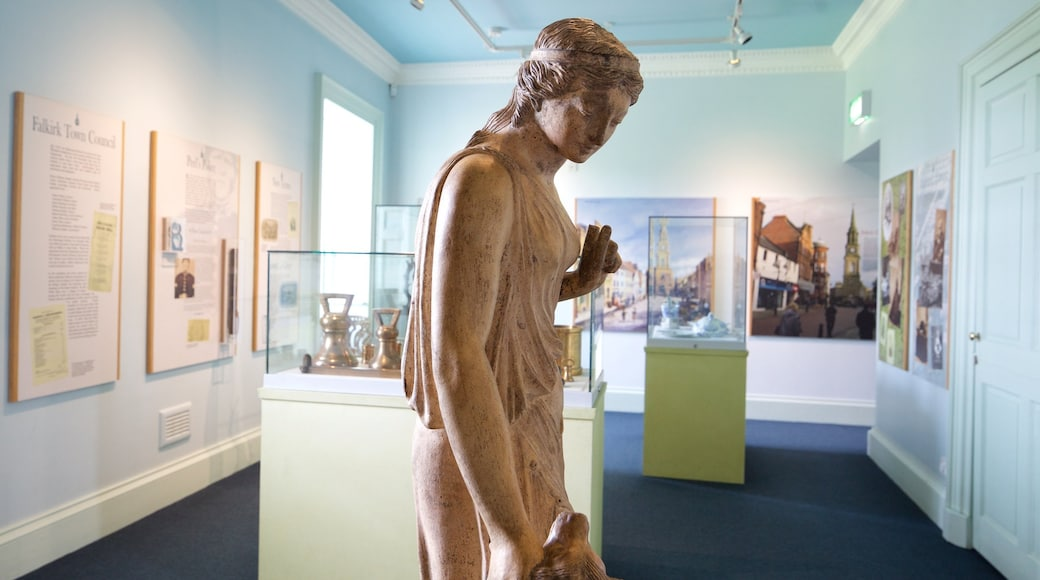 Callendar House montrant statue ou sculpture et vues intérieures