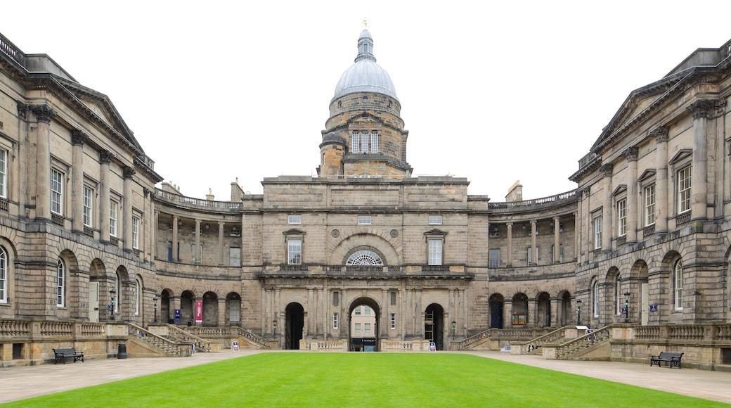 Università di Edimburgo che include architettura d\'epoca e oggetti d\'epoca