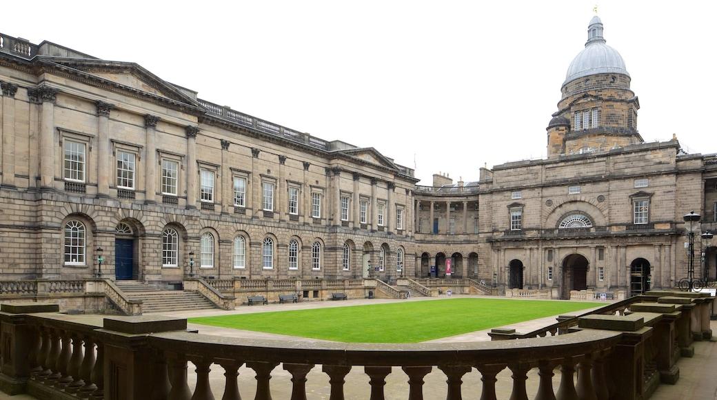 Università di Edimburgo mostrando architettura d\'epoca e oggetti d\'epoca