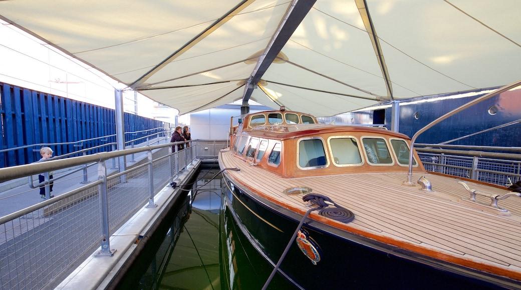 Royal Yacht Britannia montrant patrimoine historique et navigation