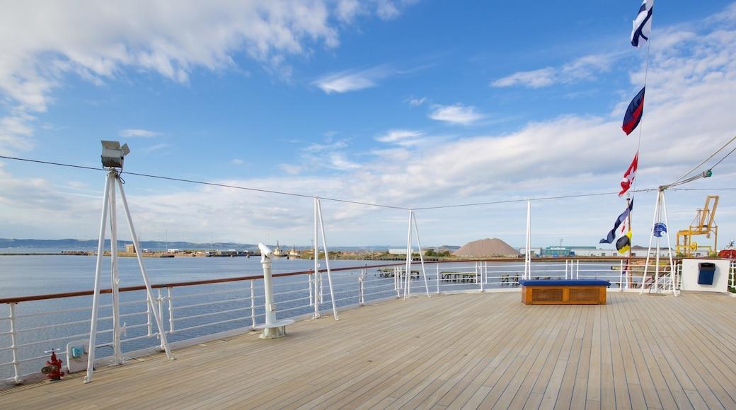 Royal Yacht Britannia montrant navigation et vues littorales