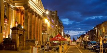Edinburgh which includes heritage architecture and night scenes