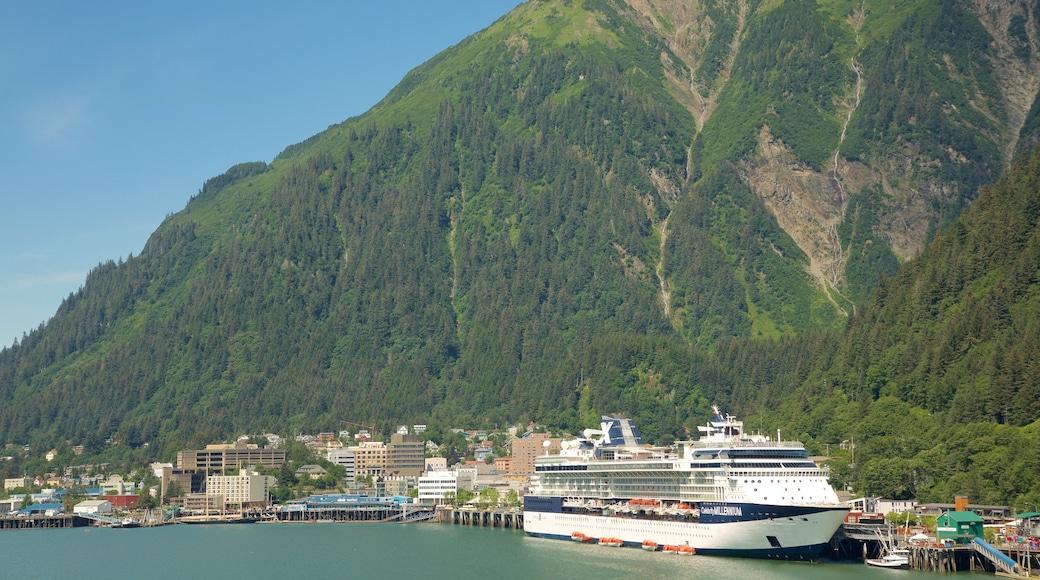 Juneau das einen Berge, Kreuzfahrten und allgemeine Küstenansicht