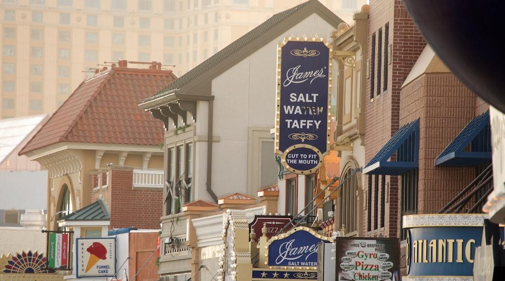 Atlantic City Boardwalk som visar gatuliv