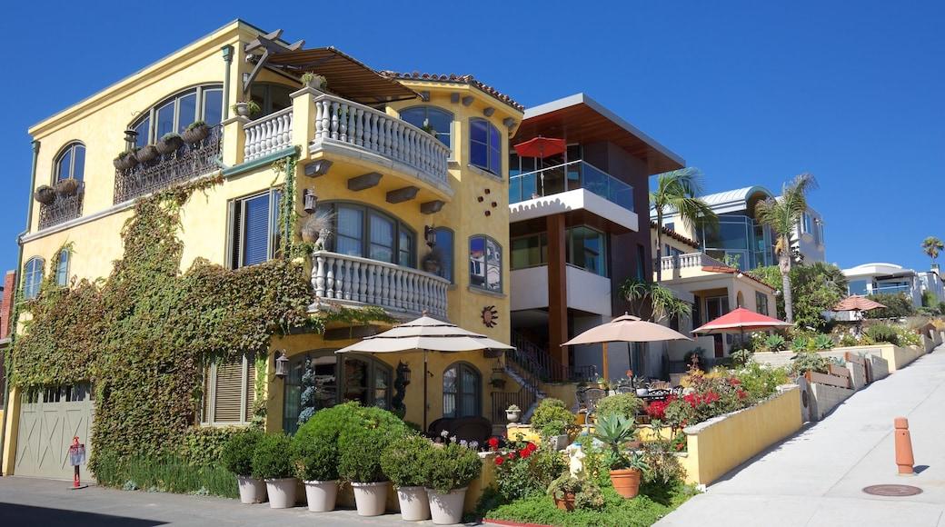 Manhattan Beach showing a coastal town and a house