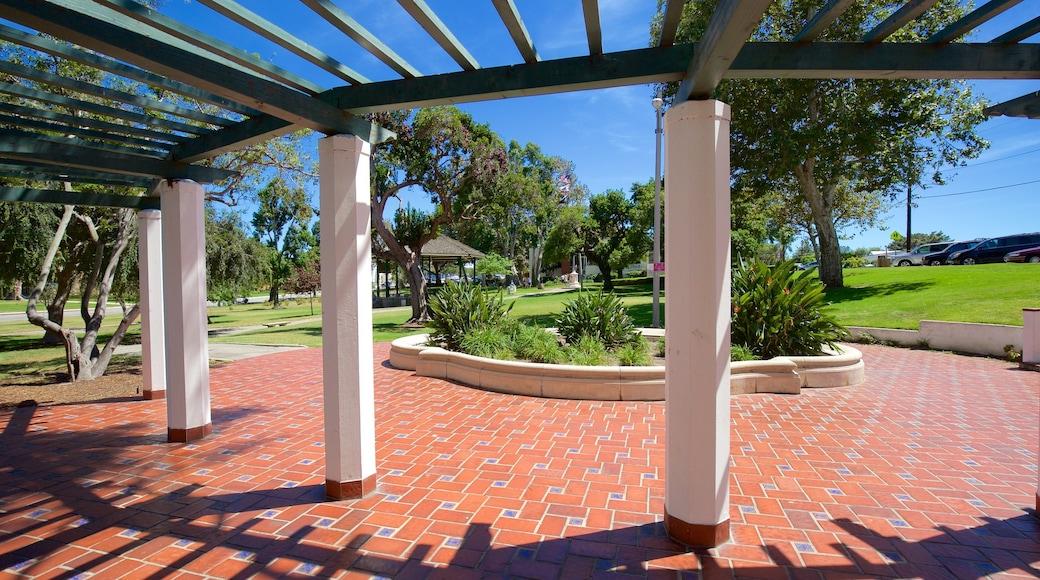 El Segundo which includes a garden
