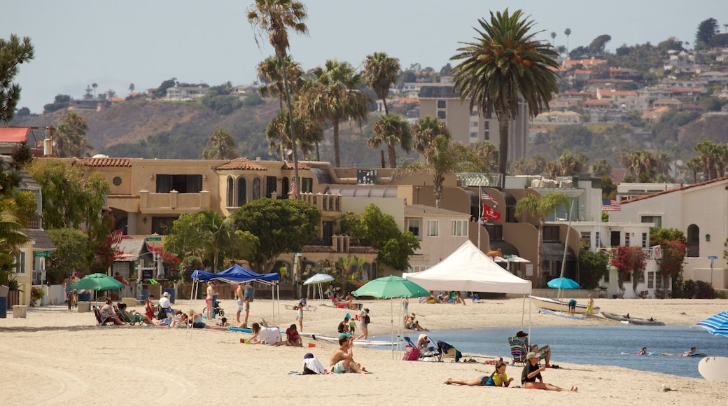 Mission Bay showing a beach
