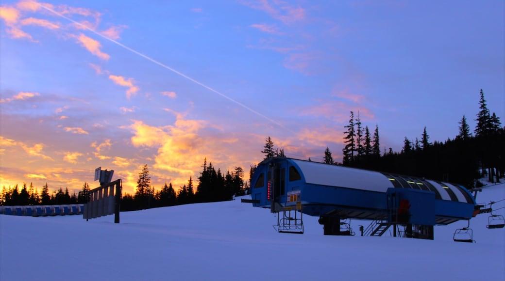 Mt. Bachelor Ski Resort showing a sunset and snow