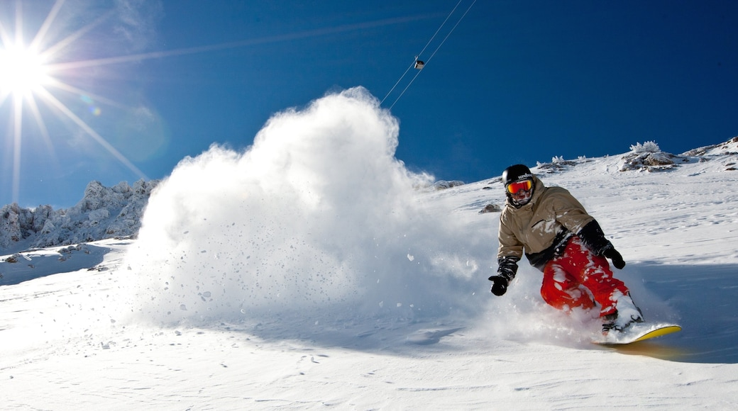 Mammoth Mountain Ski Resort featuring snowboarding and snow