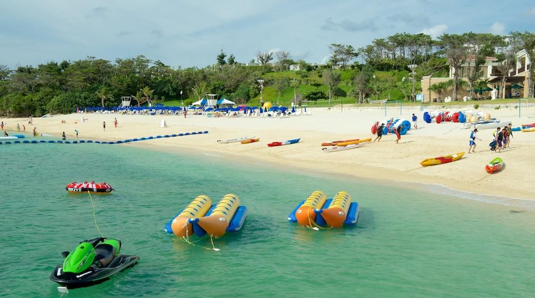 Okinawa mit einem Strand, Wassersport und Jetskifahren