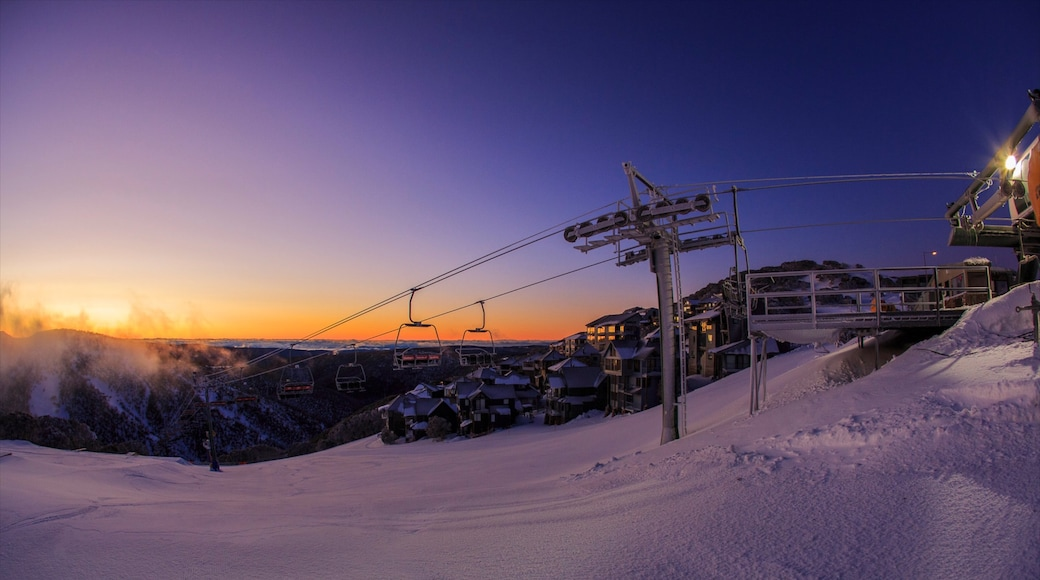 Hotham Heights showing a gondola, a sunset and snow