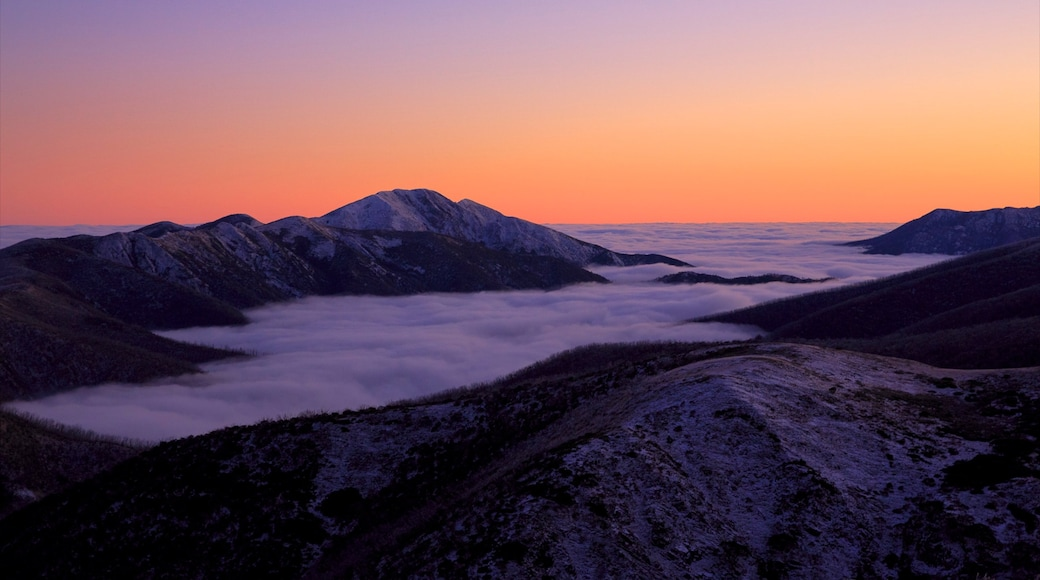 Hotham Heights which includes snow, a sunset and mountains