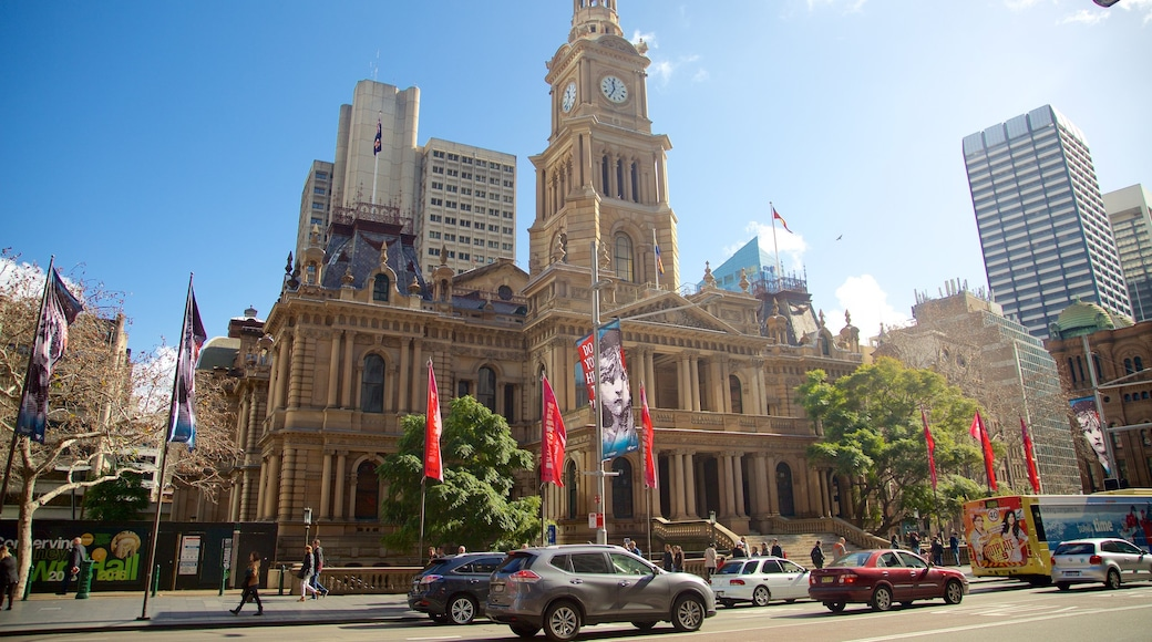 Sydney Town Hall featuring a city, street scenes and heritage architecture