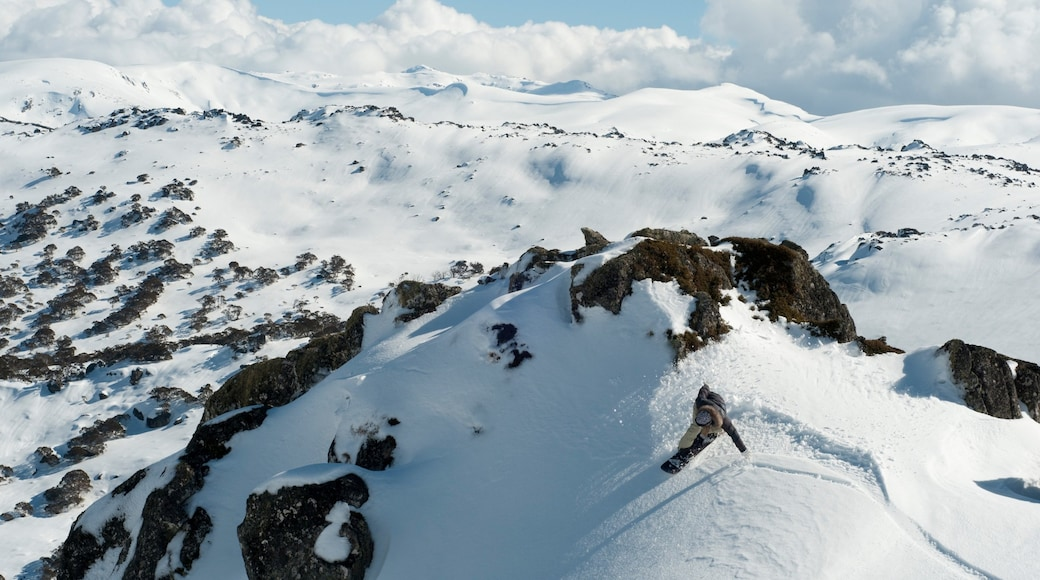 Perisher Ski Resort which includes mountains and snow