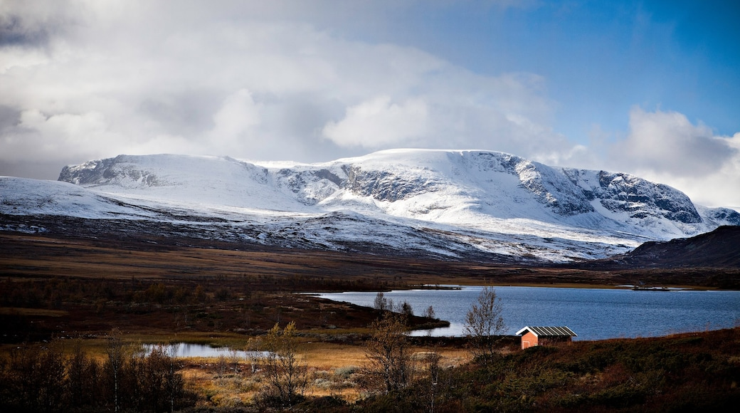 Geilo featuring mountains, snow and a lake or waterhole