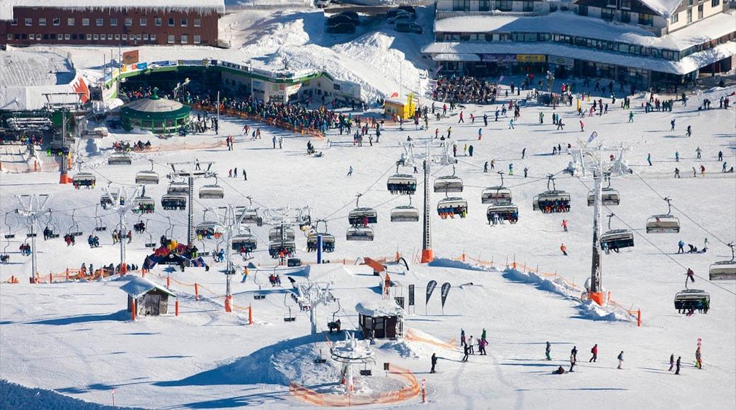 Skigebiet Feldberg das einen Luxushotel oder Resort, Gondel und Schnee
