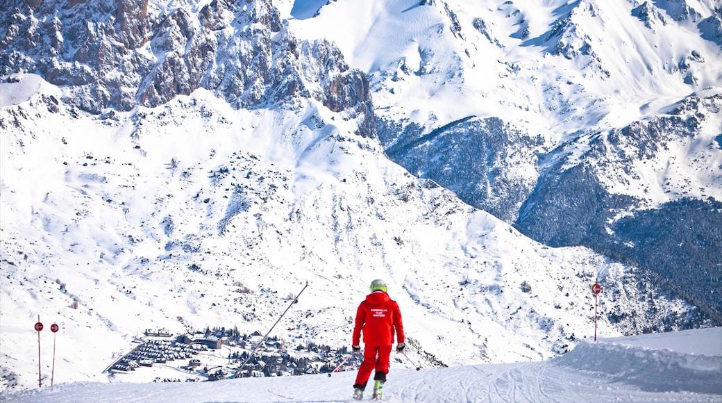 Station de ski de Formigal montrant montagnes, neige et ski