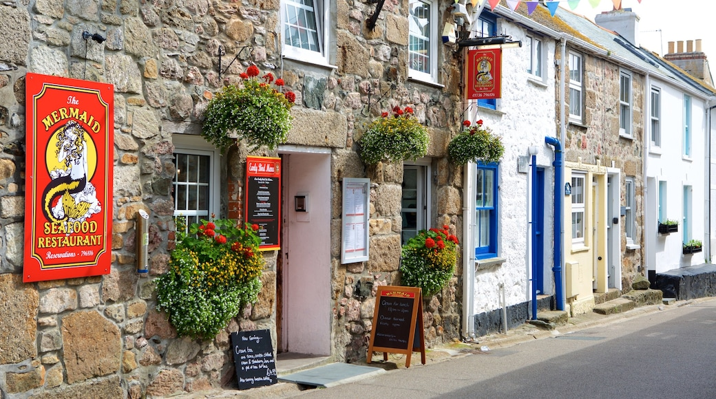 St Ives featuring café lifestyle, flowers and a coastal town