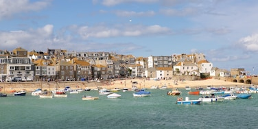 St Ives featuring a sandy beach, a coastal town and a bay or harbour
