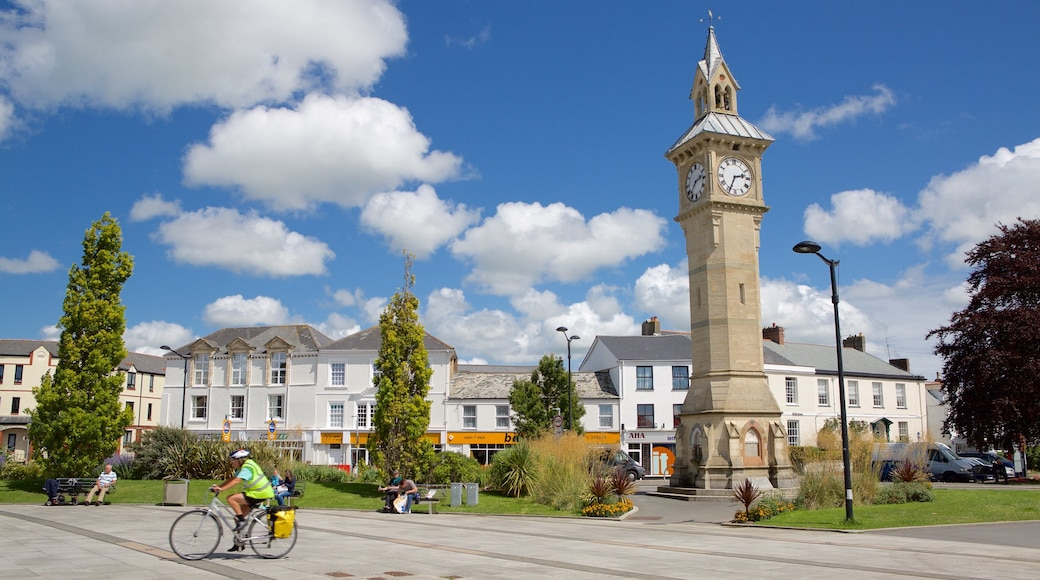 Barnstaple showing street scenes, heritage architecture and cycling