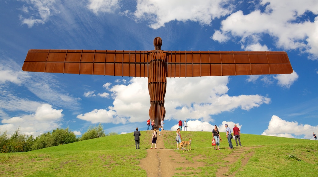 Angel of the North showing skyline and a monument as well as a large group of people
