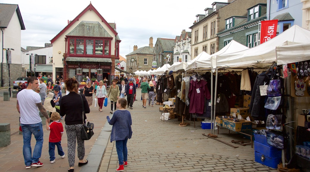 Keswick showing markets and street scenes as well as a large group of people