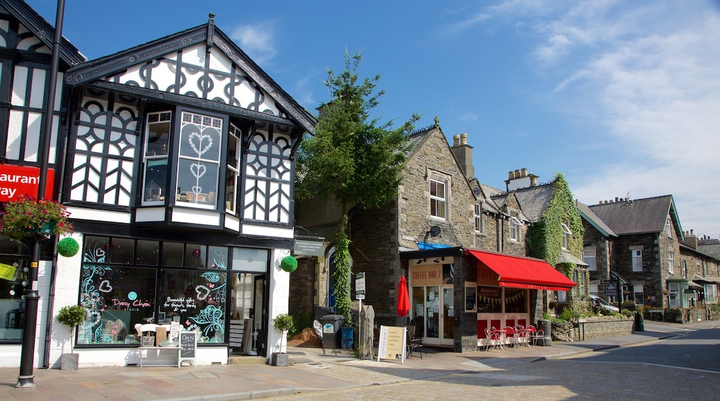 Windermere which includes café lifestyle, heritage architecture and signage