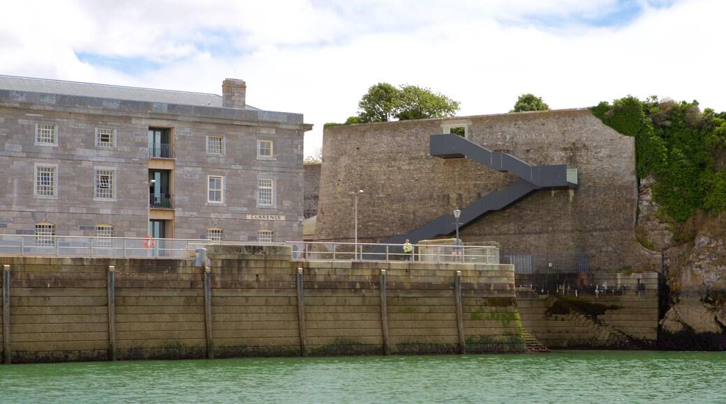 Plymouth mettant en vedette patrimoine architectural et patrimoine historique