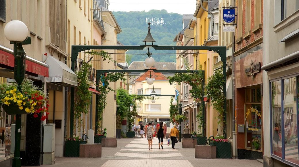 Echternach montrant patrimoine architectural et scènes de rue