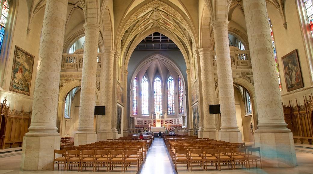 Kathedrale Notre-Dame welches beinhaltet Geschichtliches, Innenansichten und Kirche oder Kathedrale