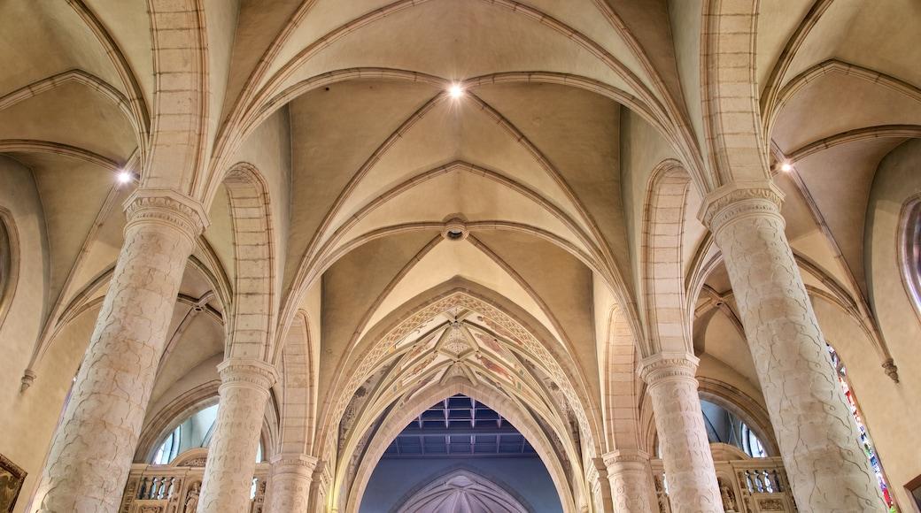 Kathedrale Notre-Dame mit einem Geschichtliches, historische Architektur und Kirche oder Kathedrale