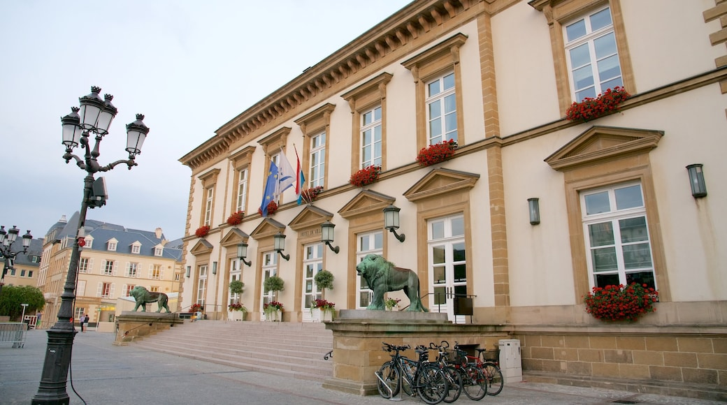 Rathaus Luxemburg das einen Verwaltungsgebäude, historische Architektur und Geschichtliches