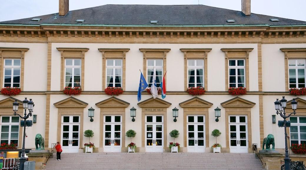 Rathaus Luxemburg welches beinhaltet historische Architektur, Verwaltungsgebäude und Geschichtliches