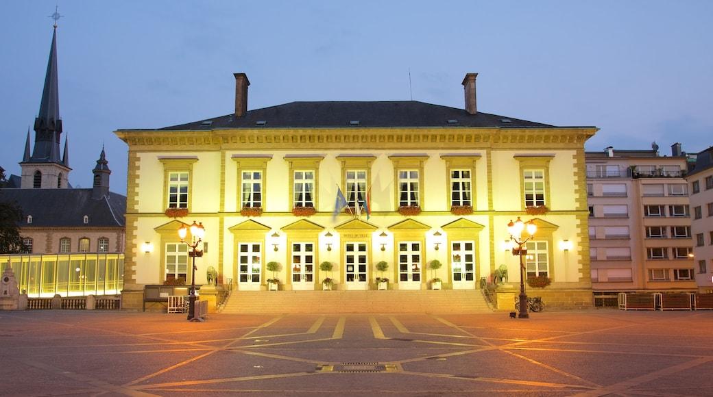 Rathaus Luxemburg welches beinhaltet historische Architektur, Geschichtliches und Verwaltungsgebäude