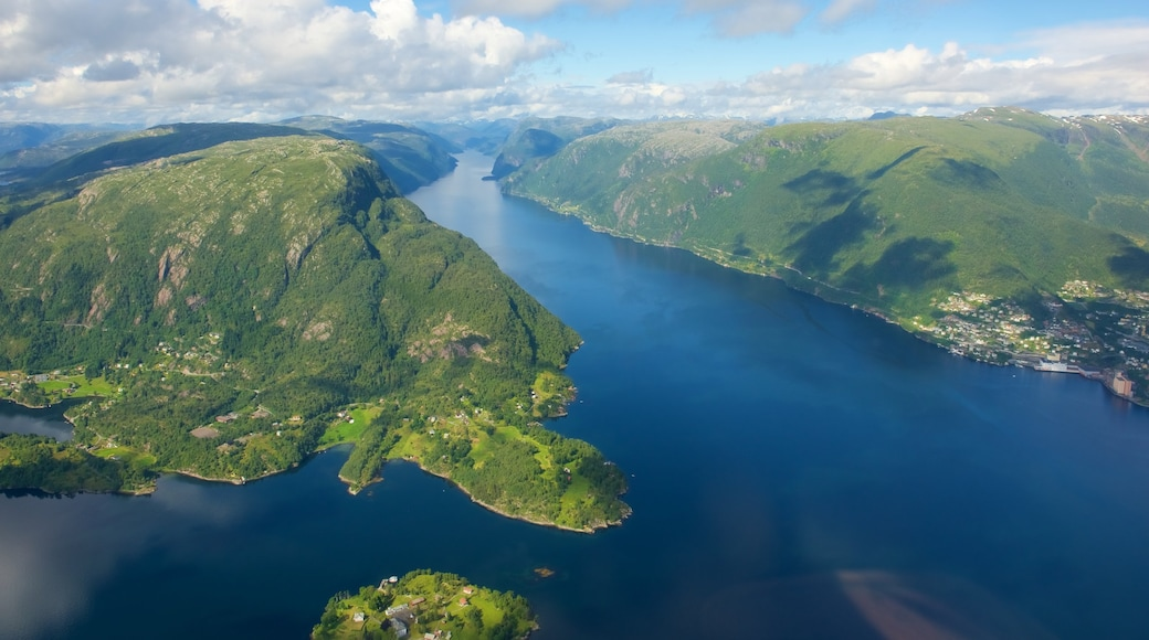 Bergen which includes mountains, landscape views and a lake or waterhole