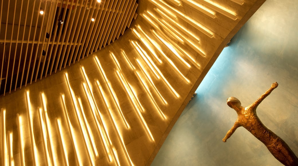 Alta som viser religion og innendørs