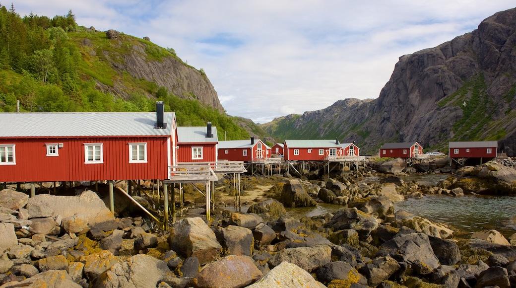 Leknes fasiliteter samt hotell og liten by eller landsby