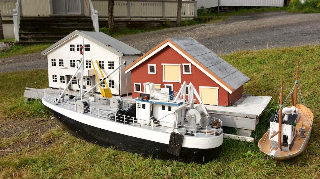 Museo de los Pueblos de Pesca de Noruega ofreciendo arte al aire libre