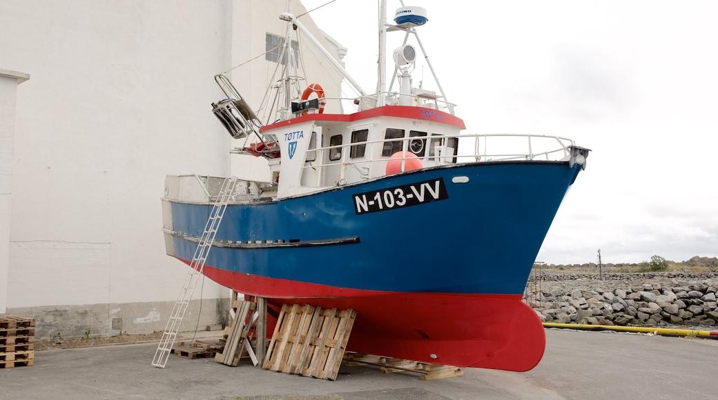Hurtigrutekaien, Stamsund fasiliteter samt båter
