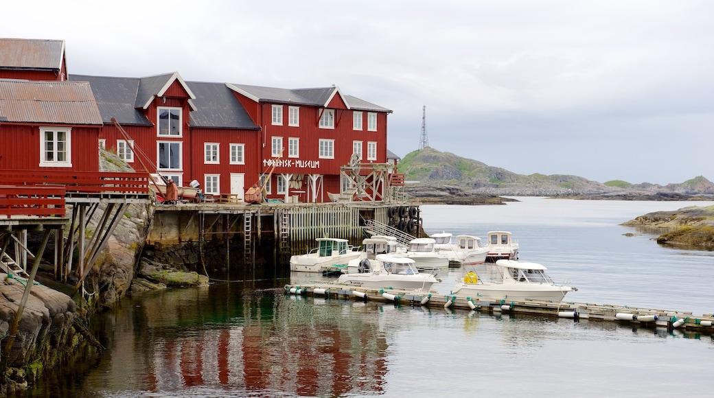 Museo Stockfish mostrando vistas generales de la costa y paseos en lancha