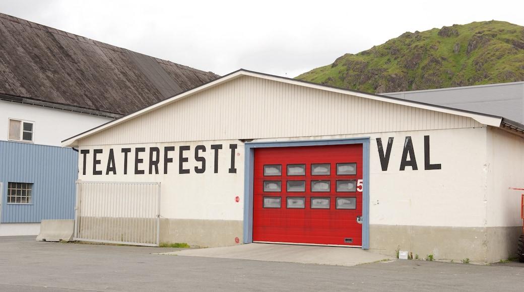 Hurtigruten Fähranleger Stamsund mit einem Beschilderung