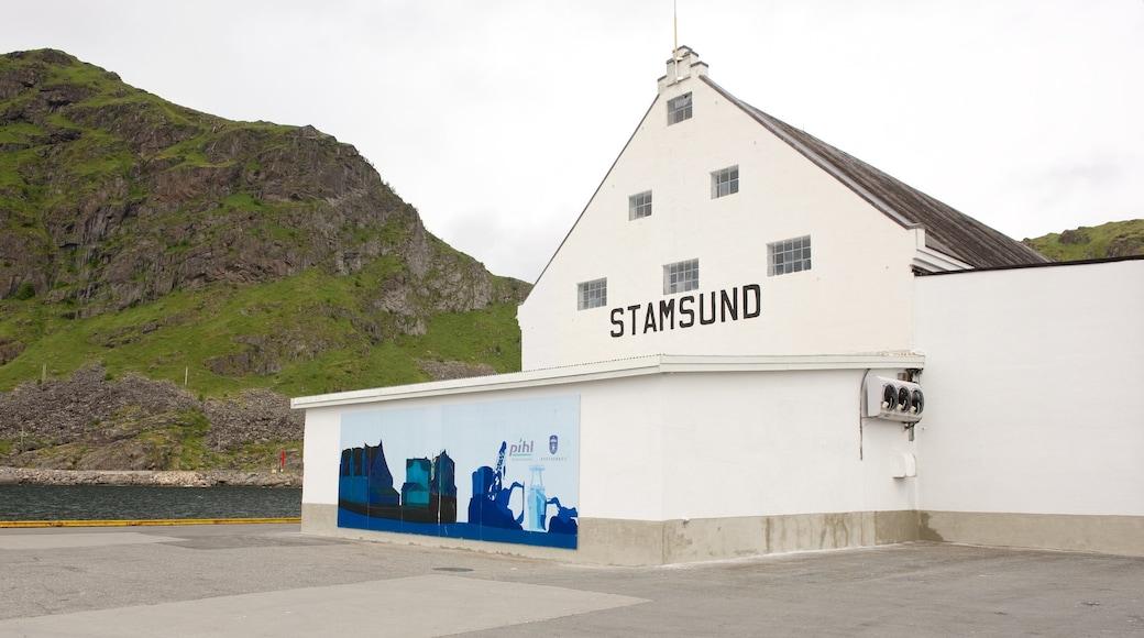 Hurtigruten Fähranleger Stamsund welches beinhaltet Beschilderung