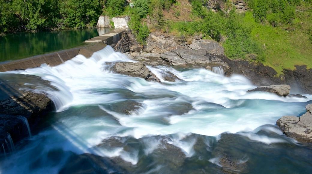 Bardufossenin vesiputous joka esittää koski