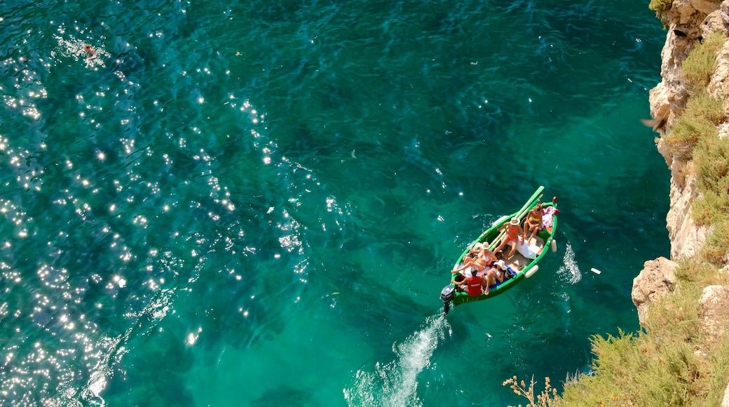 Polignano a Mare fasiliteter samt båter
