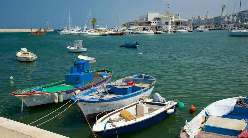Porto di Bari che include vista della costa