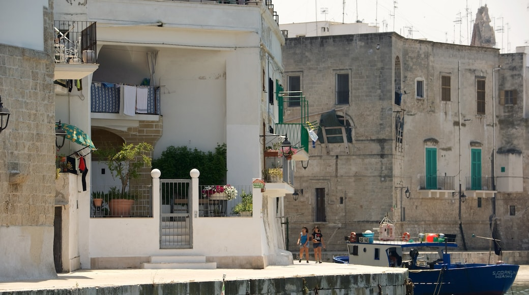Monopoli showing heritage architecture and a city