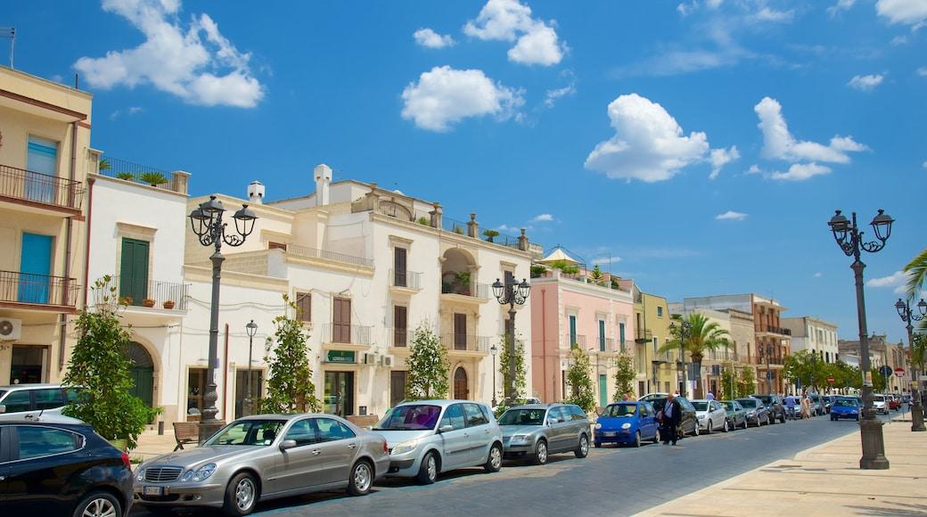 Manduria mit einem Straßenszenen und historische Architektur