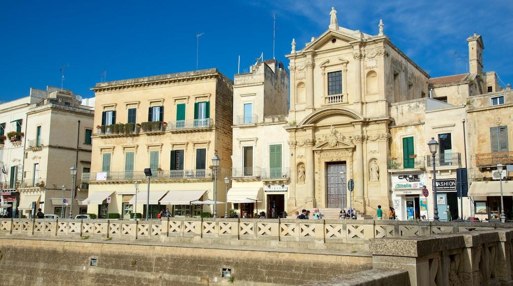 Piazza Sant\'Oronzo welches beinhaltet historische Architektur