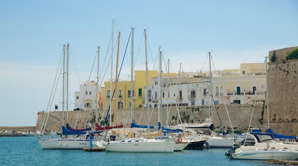 Hafen von Gallipoli mit einem Bucht oder Hafen und allgemeine Küstenansicht