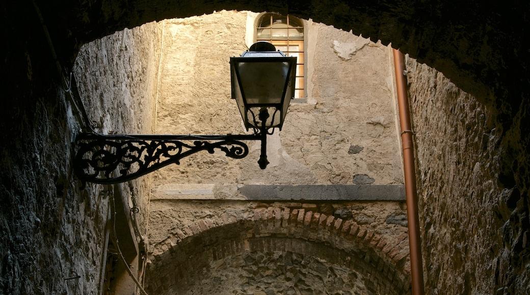 Bolsena bevat historische architectuur
